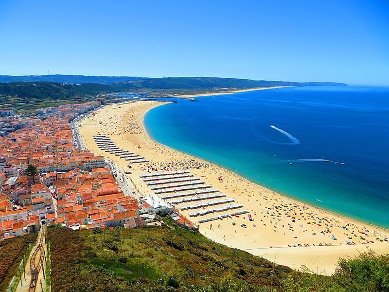 Nazaré sur le littoral atlantique de la région Centre du Portugal