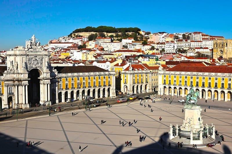 Vivre a Lisbonne la place du commerce